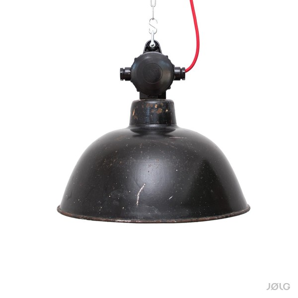 Schwarze vintage LBL Industrielampe ehemalige DDR Ø 38 cm mit Bakelit-Verteilerdose
