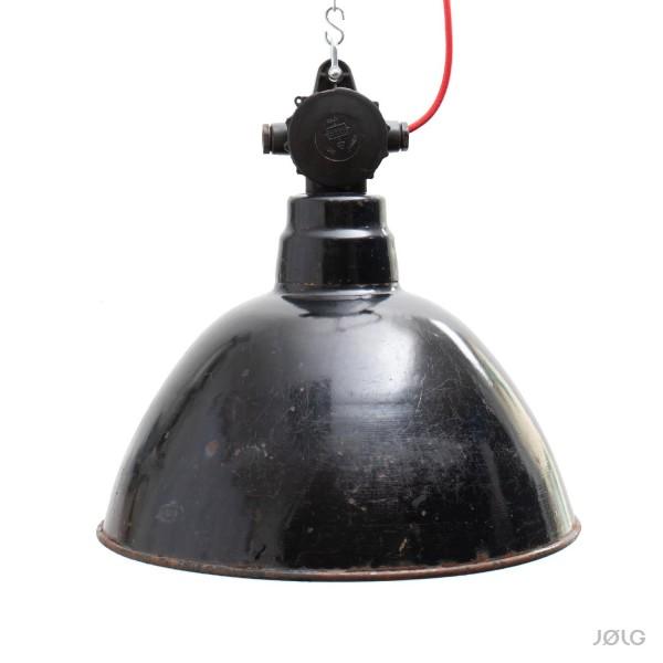 Schwarze vintage LBL Industrielampe ehemalige DDR Ø 42 cm mit Bakelit-Verteilerdose